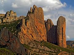 Mallos de Riglos (Vid Pogacnik) Tags: spain huesca losmallos rocktowers outdoors landscape mallosderiglos