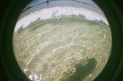 Cabo Frio, RJ. JAN/2017. (yasminolm) Tags: cabofrio cabo frio rj brasil brazil lomo lomography fisheye underwater sea beach summterfime blue praia playa swimming mar summer verao film 35mm analogic filmisnotdead