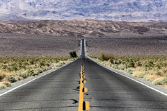 Entering the valley (erichudson78) Tags: usa california deathvalleynationalpark landscape paysage route road montagne mountains canoneos6d canonef70200mmf4lisusm ca190 roadca190 perspective