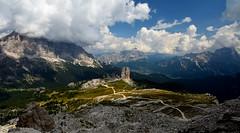 Dolomiti e Paradisi Montani (thomas.amicabile) Tags: paesaggio panorama paesaggistica paesaggi panoramiche landscape natura nature montagna monti montagne dolomiti sky cielo allaperto estate trentino italy italia
