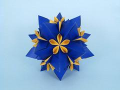 Chironia (masha_losk) Tags: kusudama кусудама origamiwork origamiart foliage origami paper paperfolding modularorigami unitorigami модульноеоригами оригами бумага folded symmetry design handmade art