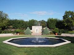 (procrast8) Tags: kansas city mo missouri ewing muriel kauffman memorial garden woman shell tom corbin fountain