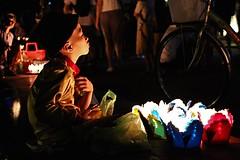 (Fernanda Hadad) Tags: people canon70d canon menino garçon couleurs bougie nightshot night asia colors boy backpack travel vietnam flickrtravelaward