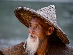 Vieux pêcheur à Xingping (Gilles Daligand) Tags: chine china xingping portrait pêcheur fisherman panasonic gx7 75mm