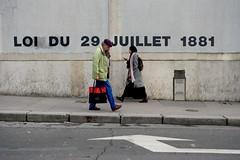 Face to face ( serie walkers ) (Jean-Marc Vernier) Tags: walk streetview streetwalk streetphotography streetphotographer street urban city fujifilm fujixt20