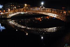 Dublin City_2017_12_09_(38) (Juergen__S) Tags: dublin ireland city pub bridge spire gpo night henrystreet odonoghues brazenhead hapennybridge guinness building water sky road river