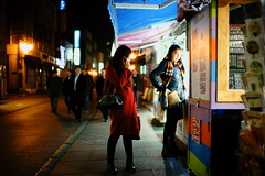 2030/1738 (june1777) Tags: snap street seoul insadong night light sony a7ii cosina voigtlander nokton 35mm f12 640 clear