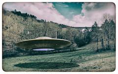 étrange rencontre (LUDOVIC. R) Tags: étrange rencontre ufo ovni