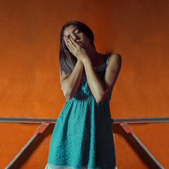 Sobre naranja (Kathy Chareun) Tags: challenge reto orange naranja cian colour color art arte ps photoshop lr lightroom woman mujer femme girl autorretrato autoretrato selfportrait self portrait auto retrato dress vestido wall pared hands manos symmetry simetria