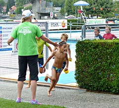 Out of the pool (Cavabienmerci) Tags: kids triathlon vevey 2017 corseaux sur switzerland suisse schweiz kid child children boy boys run race runner runners lauf laufen läufer course à pied sport sports running triathlete