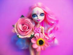 (Linayum) Tags: viperinegorgon viperine mh monsterhigh monster mattel doll dolls muñeca muñecas toys juguetes pink flowers linayum