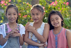 friends laughing (the foreign photographer - ฝรั่งถ่) Tags: three girls friends laughing khlong thanon portraits bangkhen bangkok thailand nikon d3200