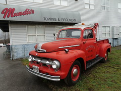 1950 Ford F-3 V8 tow truck (D70) Tags: mundies towing burnaby bc canada 1950 ford v8 tow truck f3 recovery sony dscrx100m5 ƒ32 88mm 180 125