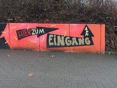 Entry around the corner (mkorsakov) Tags: dortmund city innenstadt unionviertel graffiti tagging wand wall pfeil arrow legal eingang entrance