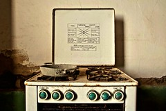 Grill Oven, Thermo Regulated. (Chen Khran Mboto) Tags: pecorellaipiedi pecorellanerainpiedi cucina abandoned