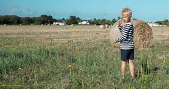 Camille (laurent.triboulois) Tags: enfant chidren île jardin plaine boheur boy campagne contry