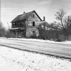 Farmhouse Ruins (yorgasor) Tags: hasselblad 503cw tmax400 planar80mm ruins