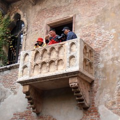 Julietta's balcony (Navi-Gator) Tags: verona balcony julietta italy architecture