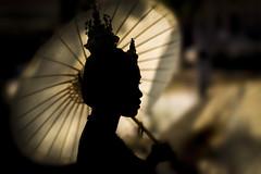 Thai Girl (♥siebe ©) Tags: 2018 siebebaardafotografie thai thailand wwwsiebebaardafotografienl ประเทศไทย เมืองไทย ไทย silhouette silhouet ภาพเงา portrait portret รูปคน หญิง สาว girl เด็กหญิง ร่ม umbrella งานเทศกาล festival festivity