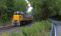 The water Gap (GLC 392) Tags: pennsylvania delaware lackawanna deleware railroad railway tower c636 dl 3642 alco c420 c424 clouds sun trains 2452 2461 414 pt08 portland turn outdoor pt98 slateford water gap dwg road tree cave weed weeds