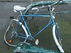 Beim Barte des ›prophete‹ (mkorsakov) Tags: dortmund city innenstadt fahrradständer bikerack fahrrad bike bicycle defekt damaged destroyed zerstört gewalt violence wtf prophete