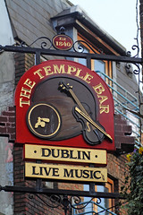 The Temple Bar (NottsExMiner) Tags: leinster dublin templebar republicofireland roi pub sign brewery local inn hotel traditionalandnotsotraditionalukpubsigns ukpubsigns pubsigns oldnewpubsandsigns canoneos7d sigma70200mmf28apodghsm newyear