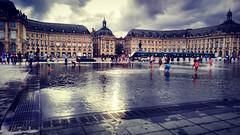 Euh... A Bordeaux aussi il y a des inondations alors pouet-pouet (Loanne ou Lolo) Tags: bordeaux miroirdeau