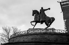 (Owen Molloy) Tags: kraków poland polska city architecture europe pentax tamron monochrome tourism wawel castle statue