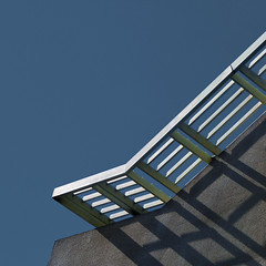 slide and shadow (msdonnalee) Tags: roof architecturaldetail minimalism minimalisme minimalismo shadow schatten sombra ombra ombre sky architecturalabstract abstract abstrait astratto abstrakt abstractreality abstracto diagonal diagonalmente