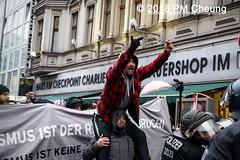 Proteste: Frauenmarsch zum Bundeskanzleramt  | Nicht in unserem Namen – Kein Feminismus ohne Antirassismus! – Berlin – 17.02.2018 - IMG_9608 (PM Cheung) Tags: frauenmarschzumbundeskanzleramt berlin 17022018 antifa blockaden demonstration feminismus polizei demo bundeskanzleramt leylabilge alternativefürdeutschlandafd lutzbachmann identitärebewegungib aufmarsch frauenmarsch marschderfrauen antifaschisten gegendemonstration bündnisgegenrechts unserealternativeheistsolidarität mehringplatz checkpointcharlie b1702 afd neonazis rassismus flüchtlinge protest 2018 rechtegewalt pomengcheung pmcheung toleranz diskriminierung protestveranstaltung hooligans mengcheungpo facebookcompmcheungphotography merkelmussweg rechtsruck rechtspopulismus sexismus kandelistüberall willybrandthaus
