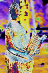Der einsame Klampferer (psychedelic world) Tags: skulptur sculpture art kunst michael ende park kurpark garmischpartenkirchen lyra psychedelisch psychedelic psychedelicworld