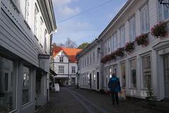 Tvedestrand, narrow streets (ak-bents) Tags: tvedestrand trehus buildings street
