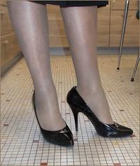 2018 - 01 - 10 - Karoll  - 600 (Karoll le bihan) Tags: escarpins shoes stilettos heels chaussures pumps schuhe stöckelschuh pantyhose highheel collants bas strumpfhosen talonshauts highheels stockings tights