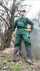 Bauer (Aigle_Benyl) Tags: bauer landwirt gummistiefel farmer rubberboots wellies meninboots boots bottes botteux rubber bauernhof