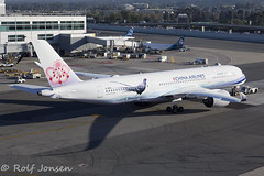 B-18901 Airbus A350-900 China Airlines San Fancisco airport KSFO 26.10-17 (rjonsen) Tags: plane airplane aircraft aviation pushback special scheme livery airside airport ramp