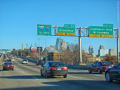 Northbound I-35 approaching Downtown Loop, 15 Nov 2017 (photography.by.ROEVER) Tags: kc kcmo kansascity drive driving driver driverpic ontheroad i35 interstate35 interstate freeway road highway morning commute 2017 november november2017 downtownloop missouri usa