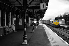 66599 - March - 03/02/18. (Trphotography04) Tags: freightliner 66599 passes march working 0952 crewe bas hall ssm felixstowe north flt black white art heritage old arches platform cambridgeshire
