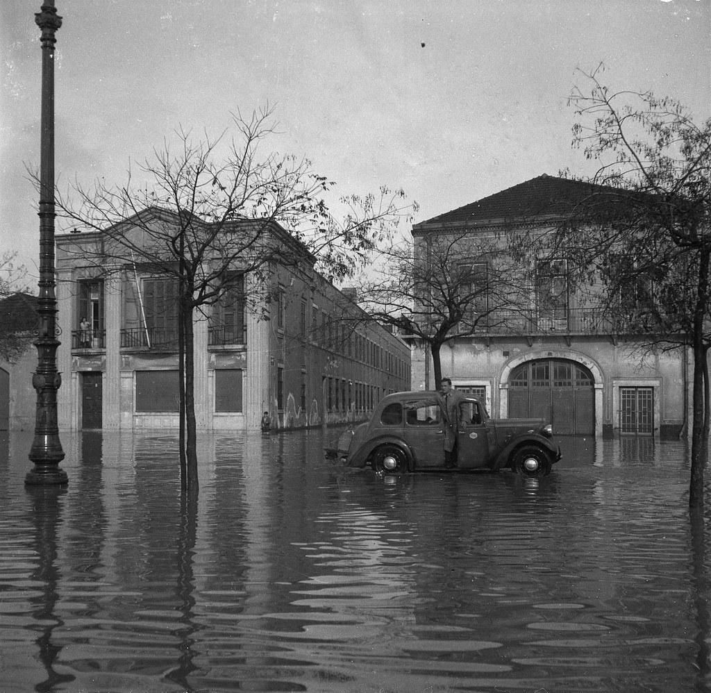Av. 24 de Julho, Lisboa (J. Benoliel, 1945)