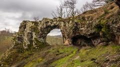 Pierced Rock (Thos A.) Tags: rock hole breakthrough pierced natur nature rocher roche trou percé yonne morvan bourgogne burgundy canon eos eos80d sigma