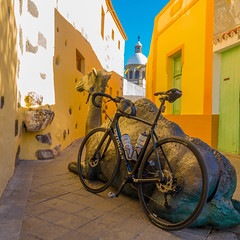 Bike and Camel in Aguimes (VanhalaK) Tags: sony rx100 rx100iv rx100m4 dscrx100 grancanaria canaryislands aguimes agüimes summer alley camel bike roadbike specialized church