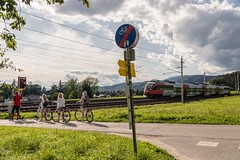 An enforced breather (Nodding Pig) Tags: goritschach austria österreich carinthia kärnten 2017 railway train crossing cyclists cycle path class4024 emu electric multipleunit 4024123 öbb österreichischebundesbahnen 201709047748101