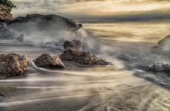 onades (Josep M.Toset) Tags: aigua baixcamp catalunya d800 josepmtoset marina mar mediterrani matinada núvols nikon nubes paisatges pedres roca roques sol sortidadesol sorra lucroit hitech tamronsp2470mmf28divc