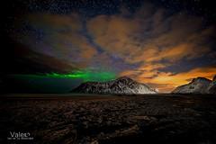 El instante mas bonito !!! (Valero-Xixona) Tags: luzenlaoscuridad largaexpoxicion lofoten auroras nocturnas night naturaleza noruega nubes nieve canon montaña noche valero l