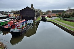 2017 12 21 031 Stourbridge Canal at Wordsley (Mark Baker.) Tags: 2017 baker december eu europe mark midlands stourbridge west wordsley boat boats britain british canal cone day england english european gb glass great house kingdom narrowboat narrowboats outdoor photo photograph picsmark red uk union united urban water winter