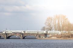 ICE 4 9012: #grünspotting / Lombardsbrücke und Alster (kevin.hackert) Tags: triebzug bahnhof db hochgeschwindigkeitszug abschleppen 412 deutschebahn lok grün spotting ice4 ice intercityexpress bahn fernverkehr personenverkehr gleis siemens