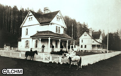 GN3704 (Lane County History Museum) Tags: lanecountyhistoricalmuseum lanecountyhistorymuseum digitalcollection historicalphoto vintage lighthouse oregonarchitecture queenannestyle children oregoncoast hecetahead horses