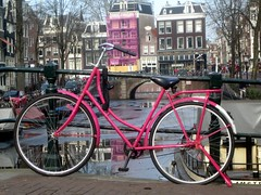 Pink Bicyclette (Quetzalcoatl002) Tags: bicycle fiets meisjesfiets pink canal gracht frozen feminine