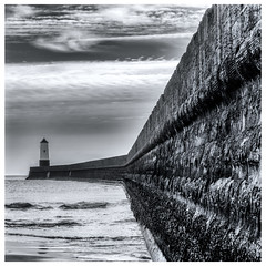 Berwick Breakwater (Alan-Taylor) Tags: berwick berwickupontweed sea northsea breakwater lighthouse monochrome blackandwhite black white