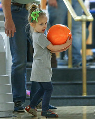 2018_Zoey_Bowling-28 (Mather-Photo) Tags: 2018 andrewmather andrewmatherphotography bowling candid canon children environmentalportraits family girl gladstonebowl green indoors inside kansascityphotographer matherphoto neice people photography portrait saturday sports sportsphotography stpatricksday zoeygrace zoeymccracken child cute fun kid