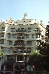 Gaudi's house (catb -) Tags: 2005 barcelona casamilà lapedrera gaudi unesco building architecture city spain parkgüell park